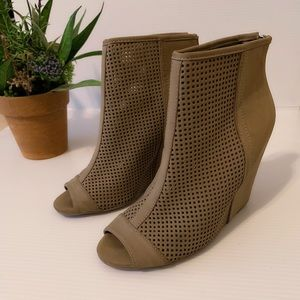 Juicy Couture Open Toe Wedged Booties Olive Size 7